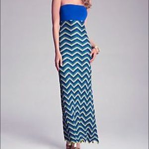 NWT Bebe Tropic Zig Zag Maxi Dress